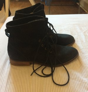 Gefütterte Stiefel zum Schnüren aus echtem Leder