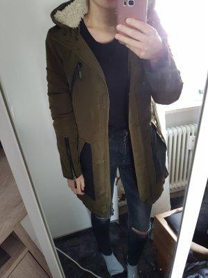 Esprit Abrigo con capucha gris verdoso