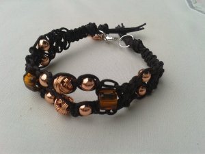 Geknüpftes Armband Mikrama dunkelbraun roségoldene Perlen, handgemacht