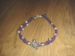 Geknüpftes Armband Mikrama lila flieder Rocailles, handgemacht
