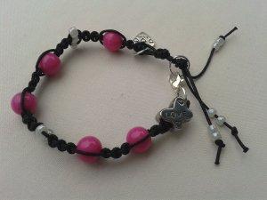 Geknüpftes Armband Mikrama schwarz perlmutt rosa Perlen Rocailles, handgemacht