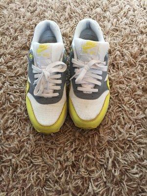 Gelb-weiße Nike Airmax