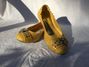gelbe Ballerinas mit Schnalle
