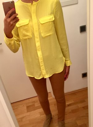 Gelbe Bluse in Seidenoptik