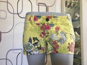Gelbe edc Shorts mit Blumen
