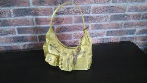 Gelbe Handtasche der Marke Mango