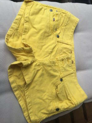 Gelbe hilfiger denim in gr 28 hotpants