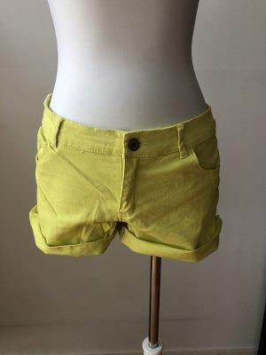 Gelbe Hotpants