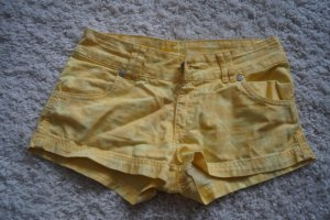 Gelbe Hotpants Gr.36 mit Totenköpfen