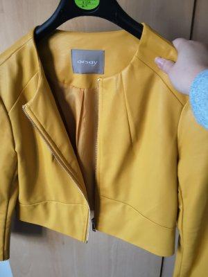 gelbe kurze Lederjacke