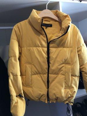 Gelbe OneMoreStory Jacke statt 149,95€