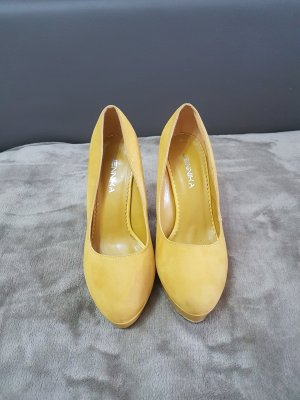 Plateauzool pumps geel