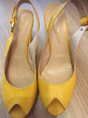 Gelbe Schuhe