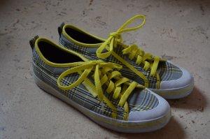 Gelbe Schuhe von Adidas