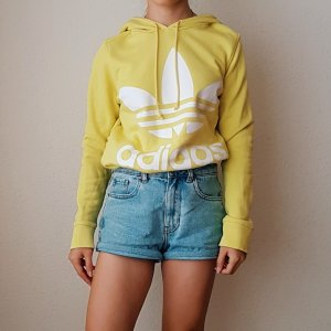Gelber Adidas Pullover