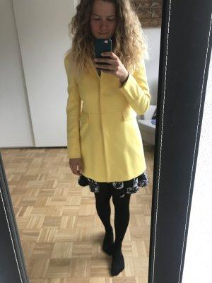 Gelber Kurmantel