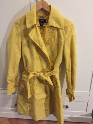 Gelber Trenchcoat von Mango Suit