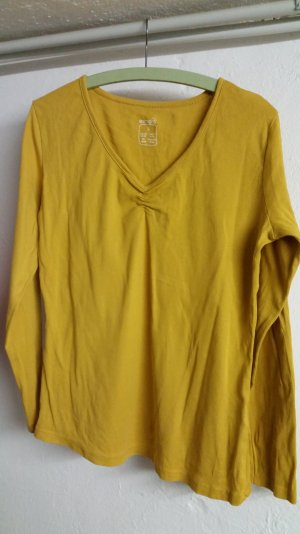 Gelber V - Ausschnitt Pullover