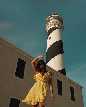 Gelbes Asos kleid 38 M Volants rüschen v Ausschnitt Blogger