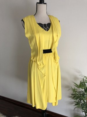 Gelbes Kleid von Space Style Concept