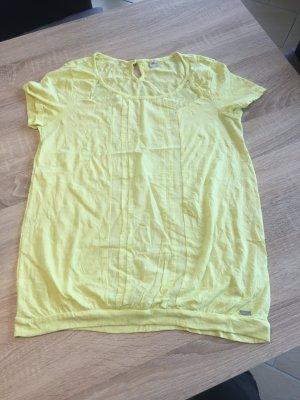 Gelbes kurzärmeligen Tshirt