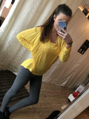 Gelbes langärmeliges Sweatshirt
