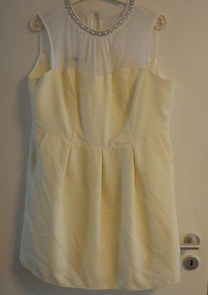 Gelbes Primark Kleid mit Schmuck