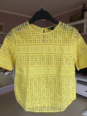 gelbes Shirt Lochmuster gelb Statement Sommer Urlaub Blogger