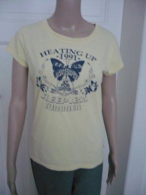 Gelbes Shirt mit Schmetterling von QS by S.Oliver