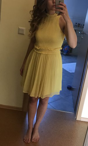 Zara Vestido de chifón amarillo