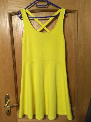 Gelbes sommerliches Kleid