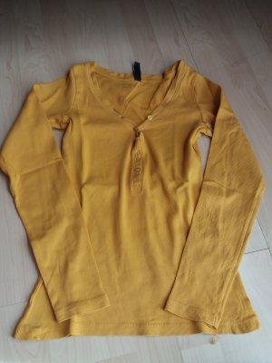 gelbes T-Shirt mit Knöpfen