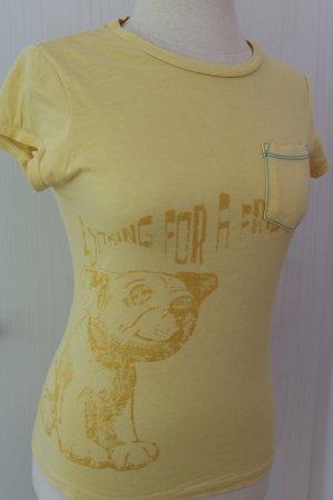 gelbes T-Shirt mit Motiv