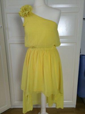 Gelbes vokuhila Sommerkleid