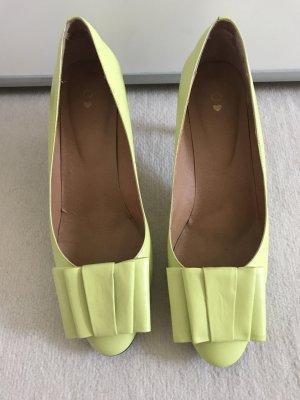 Escarpin à boucle jaune citron vert cuir