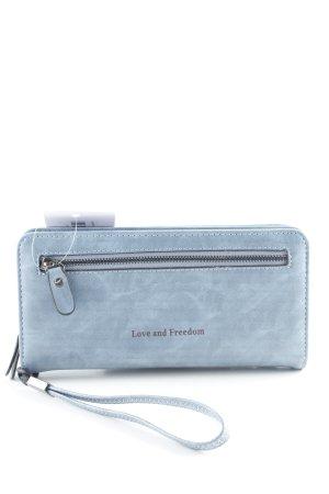 Wallet azure casual look