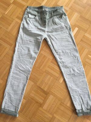 Gemütliche Boyfriendhose, khaki-farben in Gr. 36