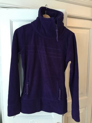 Gemütliche Ragwear Fleecejacke in lila mit seitlichem Zipper