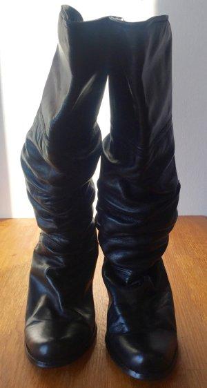 Gemütliche schwarze Stiefel aus Leder. Sehr guter Zustand!