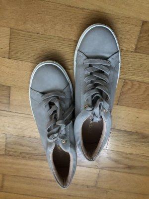 Gemütliche Sneaker von ToShop in schönes Grau