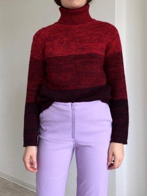 Gemütlicher gestreifter roter Rollkragen-Strickullover, sehr warm