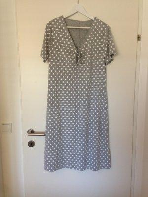 Gemütliches Kleid mit Punkten