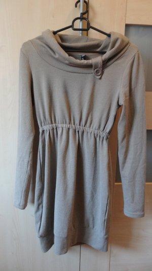 Gemütliches Pulloverkleid