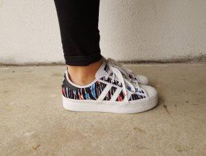 Gemusterte Adidas Superstar Rize