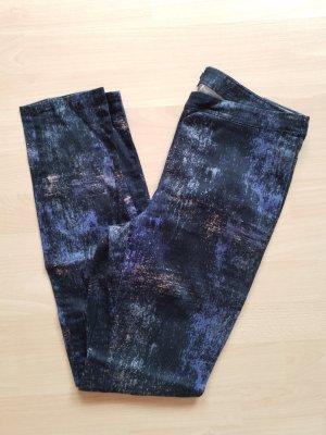 gemusterte dunkle Röhrenjeans Jeans von H&M