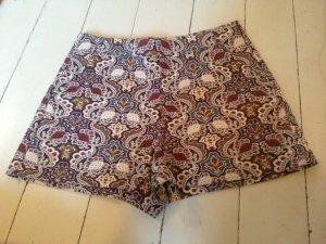 Gemusterte High Waist Shorts von Zara