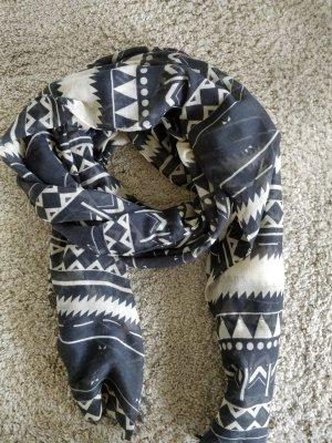 gemusterter, leichter Schal
