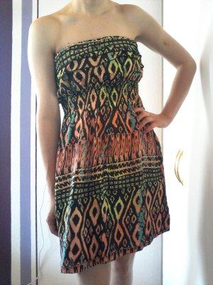 Gemustertes Bandeau-Kleid in sommerlichen Farben von Blind Date