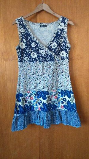 gemustertes, geblümtes Kleid mit V-Ausschnitt von Chillytime