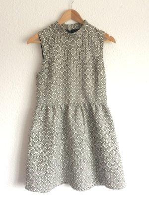 Gemustertes Kleid *Forever 21*, kleiner Stehkragen, ärmellos
